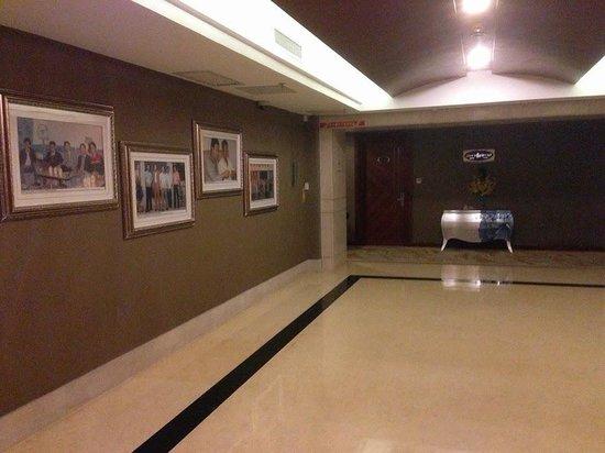 Recom Hotel: Elevator Lobby