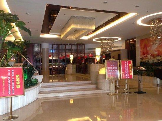 Recom Hotel: Entrance Lobby