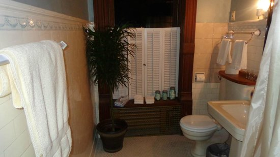 The Overlook Mansion: Bathroom for Southwest Turret
