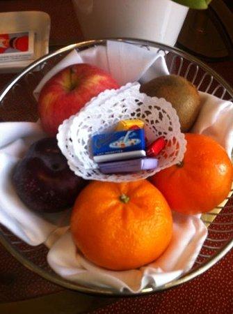 Hotel Schweizerhof Zurich: Afternoon complementary treats