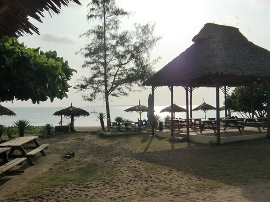 Kipepeo Beach Village: Towards the beach