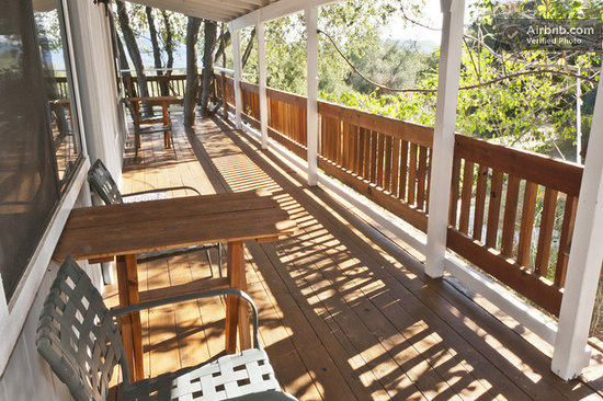 Sierra Mountain Lodge - Yosemite: Wrap around deck