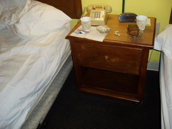 Days Inn Savannah -  Abercorn Southside: Lack of knob, dog biscuits, greasy alarm clock