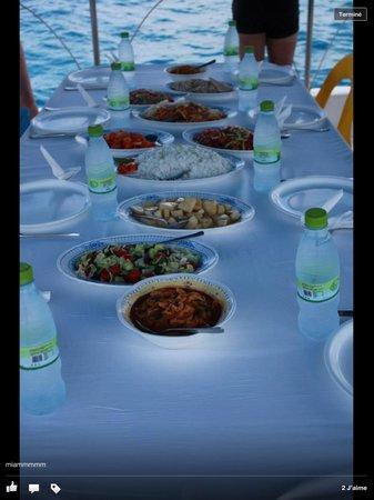 คุรีดุ ไอแลนด์ รีสอร์ท แอนด์ สปา: Repas croisière le muna