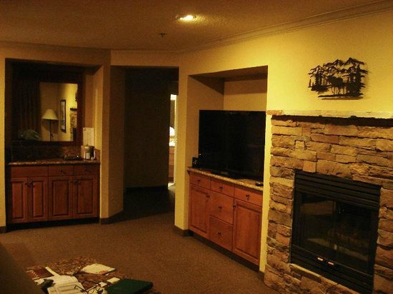The Ridge Tahoe: suite living room