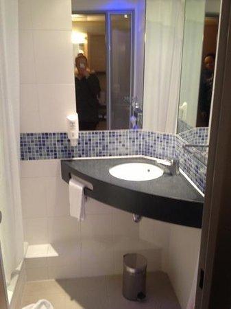 Holiday Inn Express Berlin City Centre-West: bathroom