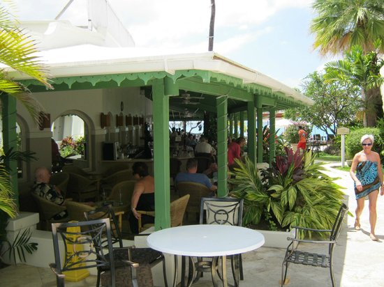 Mango Bay All Inclusive: Bar area
