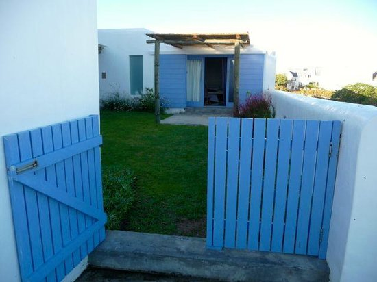 Zula Beach House and Cottage : Zula cottage from the back gate (the wall to the left is the big house)
