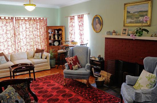 Oviatt House Bed and Breakfast: Living Room