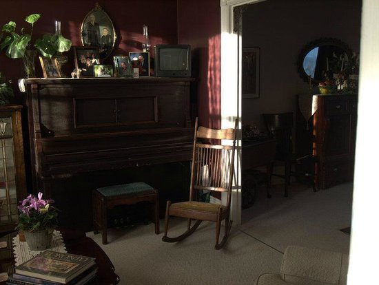 Riverwalk Bed and Breakfast: The Front Parlour