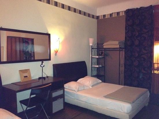 Hôtel Alma : chambre 8