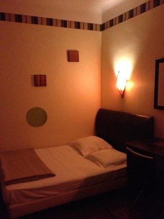 Hôtel Alma : chambre