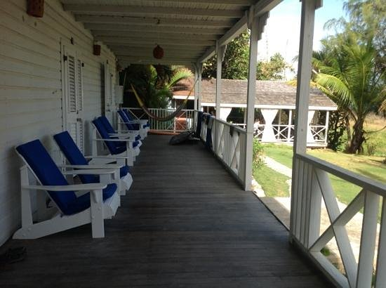 Sea-U Guest House: shaded deck