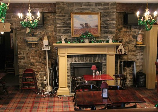 The Waring House Pub and Restaurant : fireplace and stage