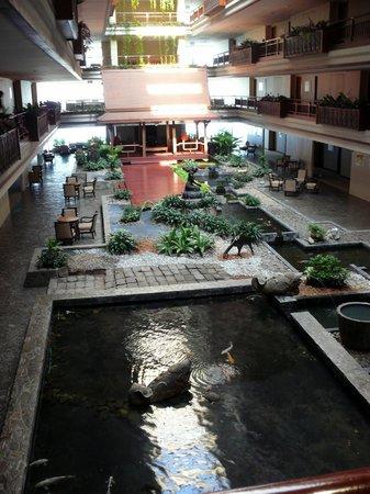 Swissotel Nai Lert Park: Les bassins intérieurs