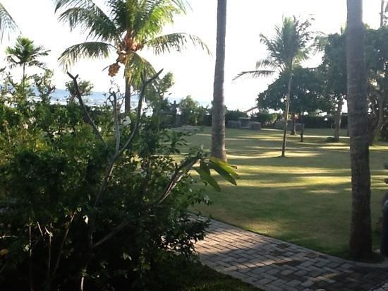 Hotel Genggong at Candidasa: immaculate gardens