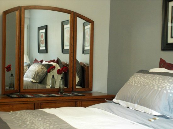 Arbor Bed and Breakfast: This room can be one King Bed or two Twin Beds