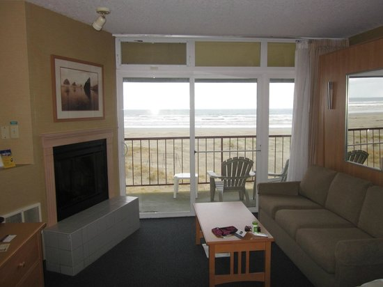 BEST WESTERN Ocean View Resort: The view. Also to the left is a sofa & Murphy bed.