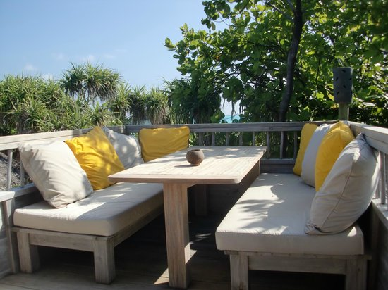 Six Senses Laamu: Great views from upper seating area