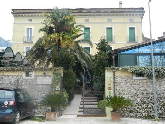 Villa Euchelia Resort: Hotel front