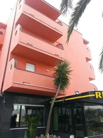 Hotel Valdaso: Exterior