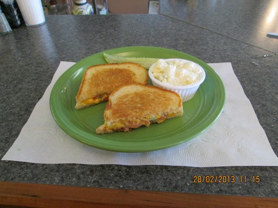Nana Gail's Cafe: Excellent grilled sandwich - everything blends perfectly !