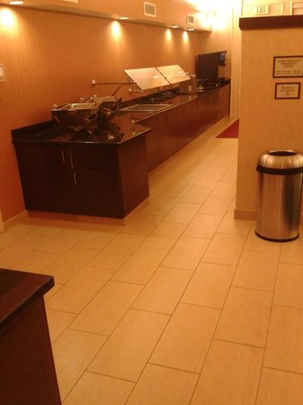 Residence Inn Fairfax Merrifield: Lobby breakfast area
