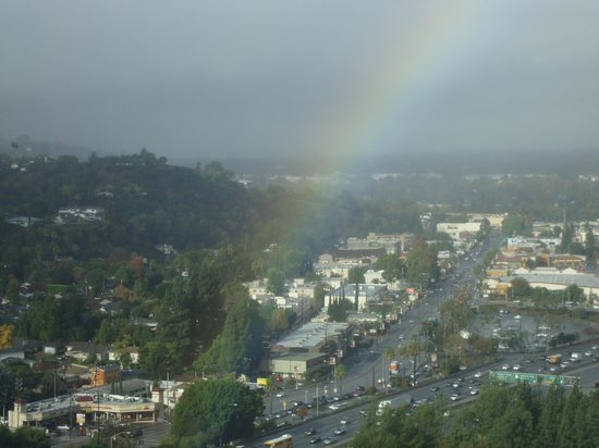 Hilton Los Angeles/Universal City: Rinbow ofter a rainy day from my window at 16th floor