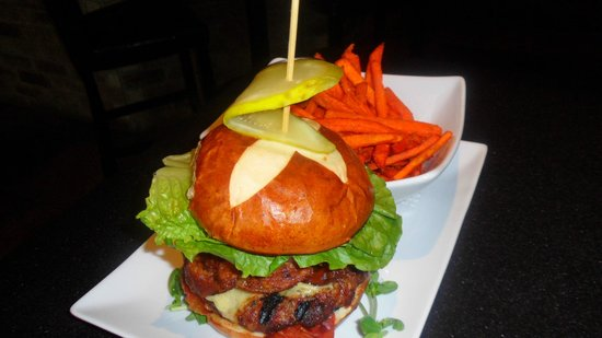 The Tap & Tankard: Brock St. Ultimate Burger