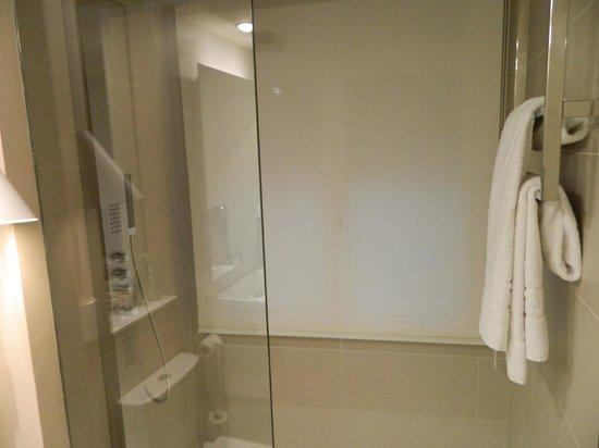 Park Hotel Barcelona: doccia molto grande