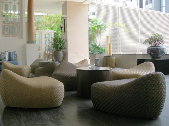 The Bayview Hotel: Cool, quiet lobby