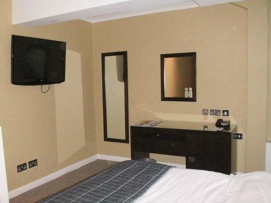 Park Grand London Hyde Park: bedroom
