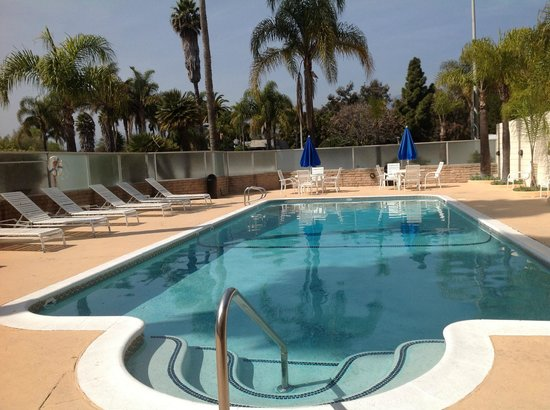 Super 8 by Wyndham Santa Barbara/Goleta: Outdoor Pool