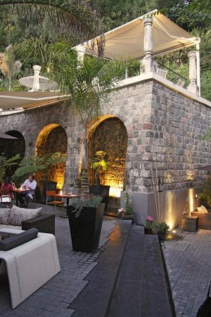 The Aubrey Boutique Hotel: courtyard with pool area above