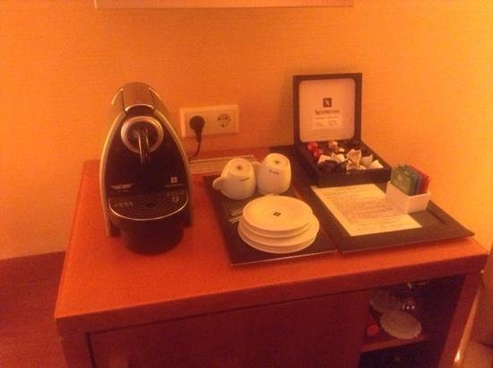 Small Luxury Hotel Das Tyrol: nice coffee/expresso in room