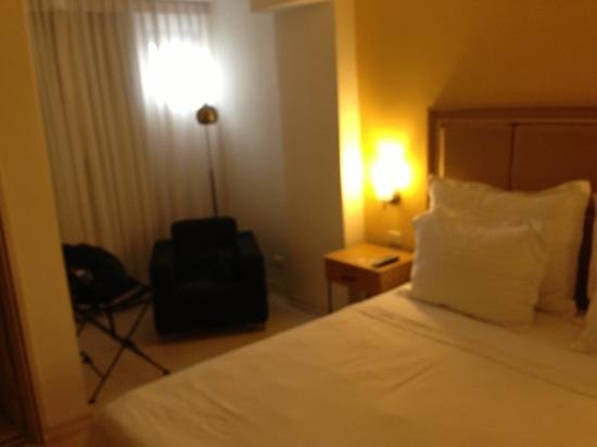 Country International Hotel: poca iluminacion