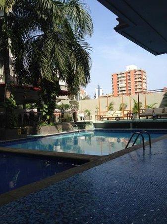 Country International Hotel: vista de la piscina