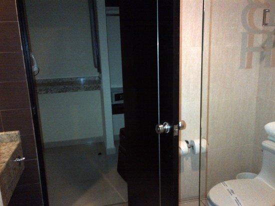 Portobelo Hotel: Closet view