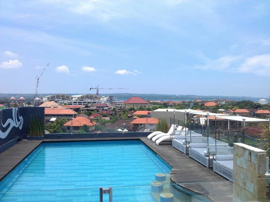 J Boutique Hotel: rooftop pool