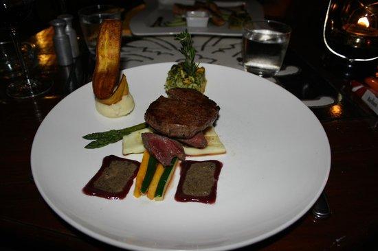 Maincourse fine dining restaurant Seasons. Curacao