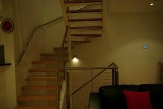 Bayview Serviced Apartments: Stairs