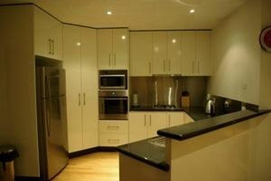 Bayview Serviced Apartments: Kitchen
