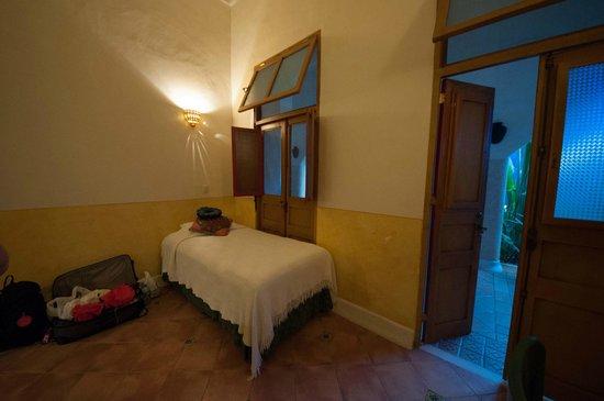 Hotel Medio Mundo: hotel room