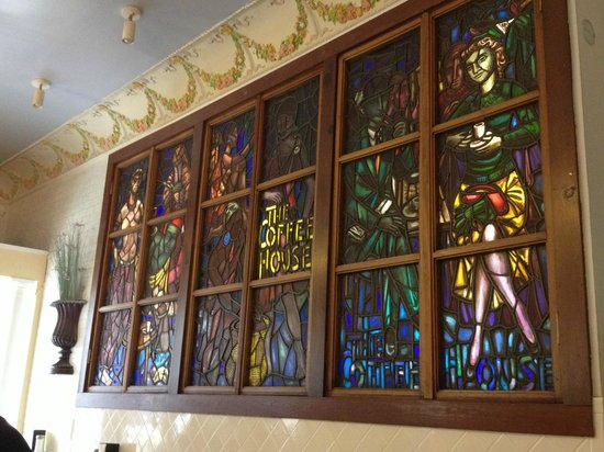 Le Croissant d'Or : Beautiful stained glass