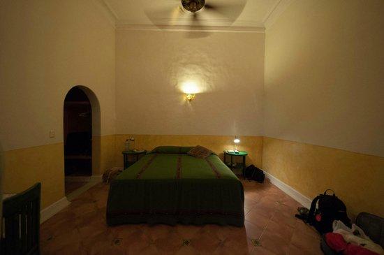 Hotel Medio Mundo: room