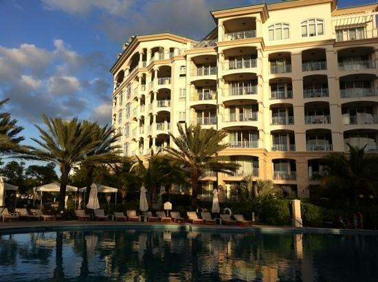 Seven Stars Resort: Hotel and pool