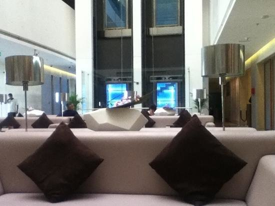 Hues Boutique Hotel: @ the lobby