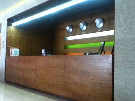 Hues Boutique Hotel: The front desk