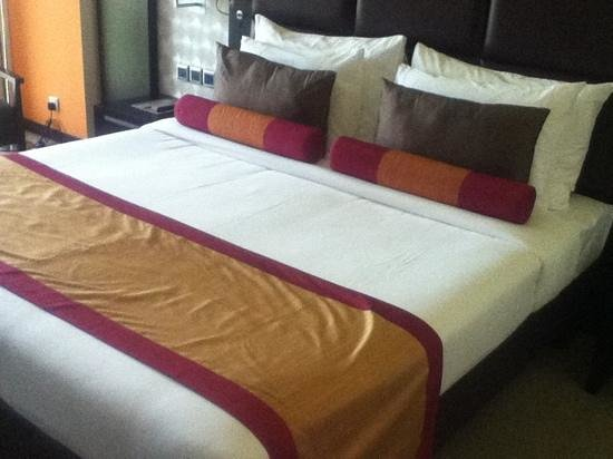 Hues Boutique Hotel: My bed :)