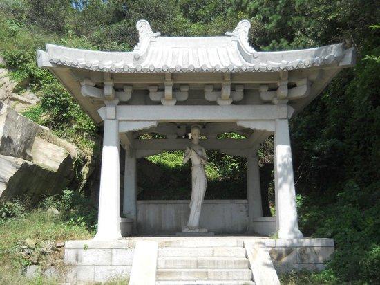 Mt Huaguoshan: Goddess